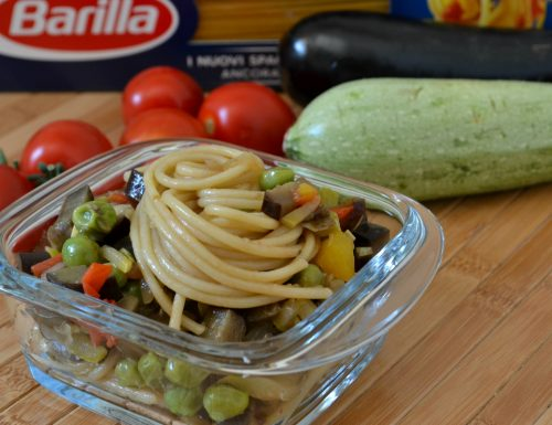 Spaghetti con sugo arcobaleno