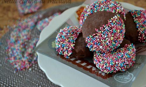 Biscotti al cioccolato colorati