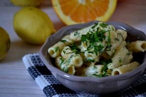 Pasta con salsa di agrumi e prezzemolo