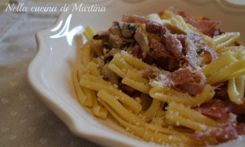 Pasta al prosciutto e funghi, ricetta marchigiana