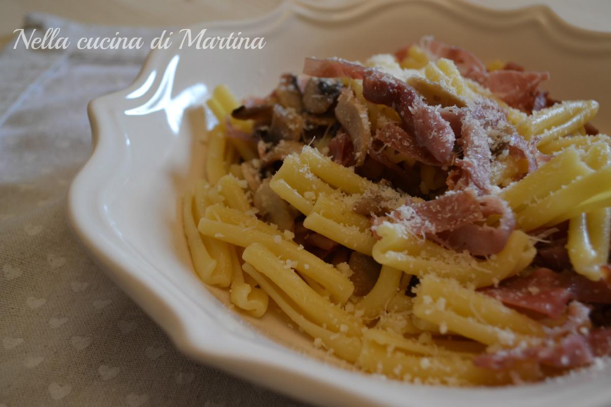 pasta prosciutto e funghi ricetta blog nella cucina di martina