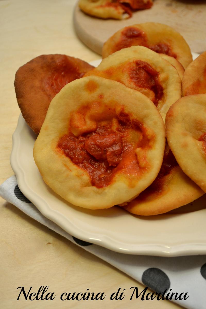 pizzette fritte al pomodoro ricetta nella cucina di martina