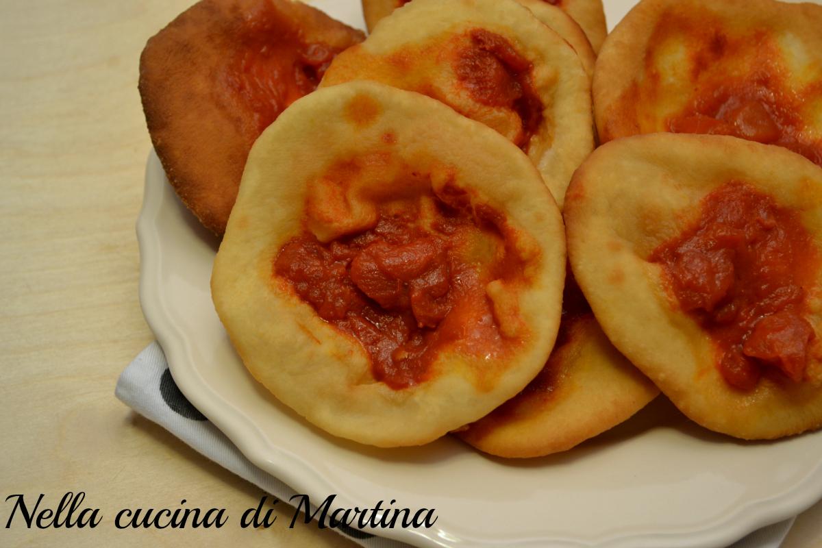 Pizzette fritte al pomodoro, deliziosa merenda