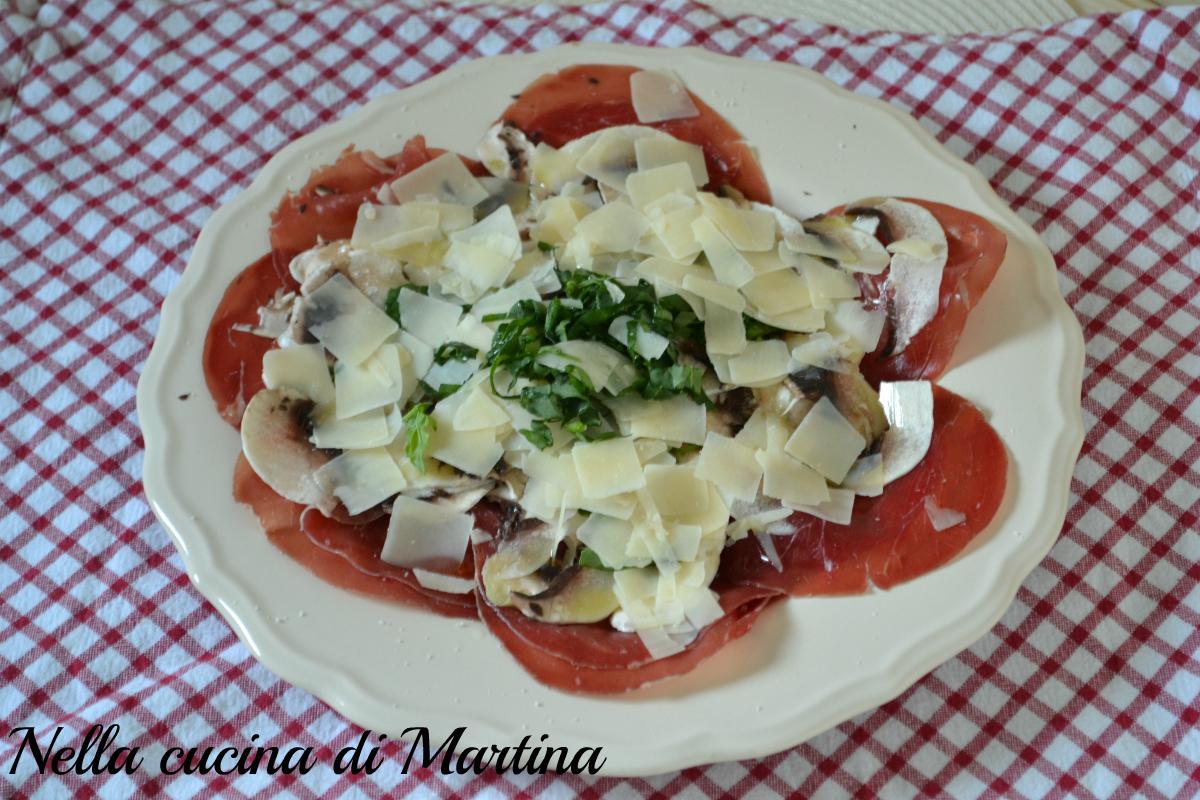Super Bresaola ai funghi, parmigiano e rucola 312 calorie a persona RK27