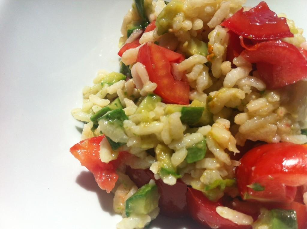 Insalata di riso con zucchine e pomodorini