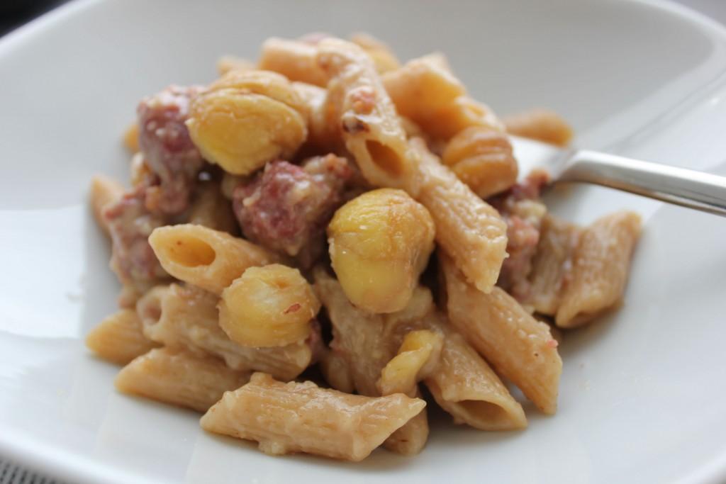 Pasta al sugo di castagne e salsiccia