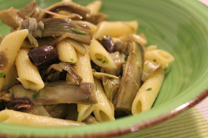 Pasta con carciofi e olive taggiasche