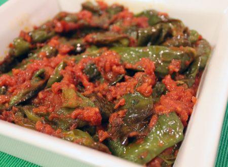 Peperoni friggitelli fritti con salsa