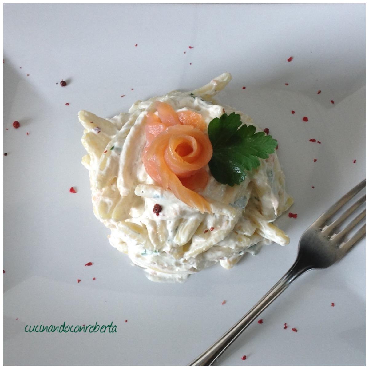 Pasta in crema di salmone e pepe rosa