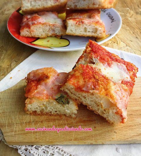 Pizza alta e soffice in 10 minuti