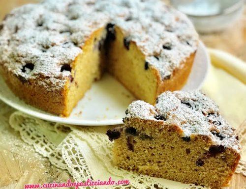 Torta integrale di albumi con yogurt e mirtilli