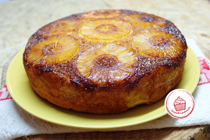Torta rovesciata all'ananas senza burro e senza latte