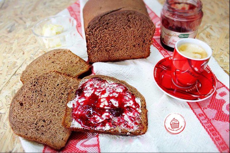 Pan brioche al cioccolato senza latte, senza burro e senza uova