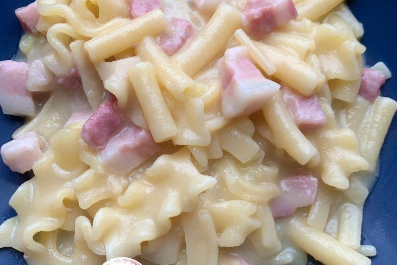Pasta patate, provola e pancetta