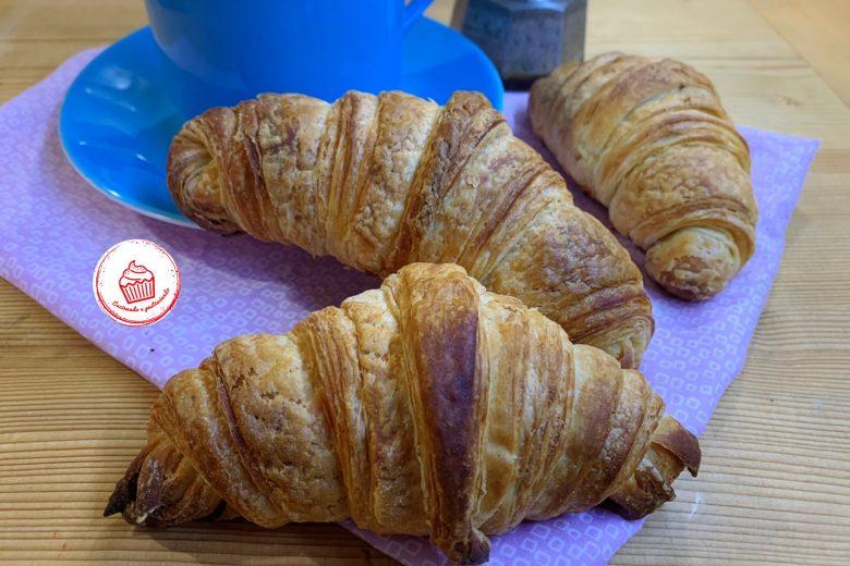 Croissant sfogliati, come quelli del Bar, fatti in casa con il Lievito Madre