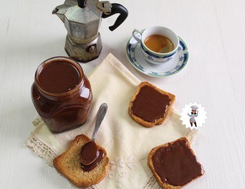Crema alla Gianduia da spalmare, o per  farcire torte e crostate, fatta in casa.