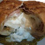 Burrata in crosta con mortadella e crema di pistacchi