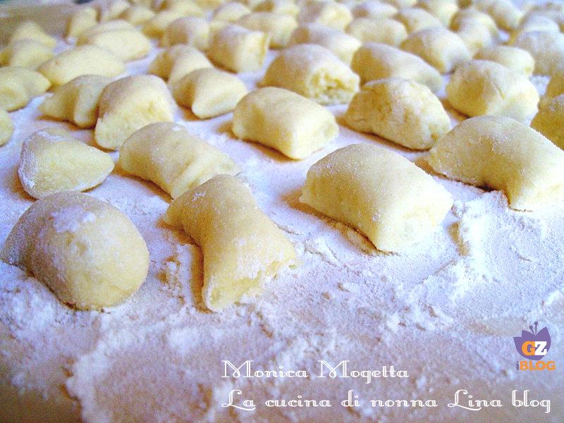 Ricetta Per Gnocchi Di Patate.Gnocchi Di Patate Ricetta Base E Facilissima La Cucina Di Nonna Lina