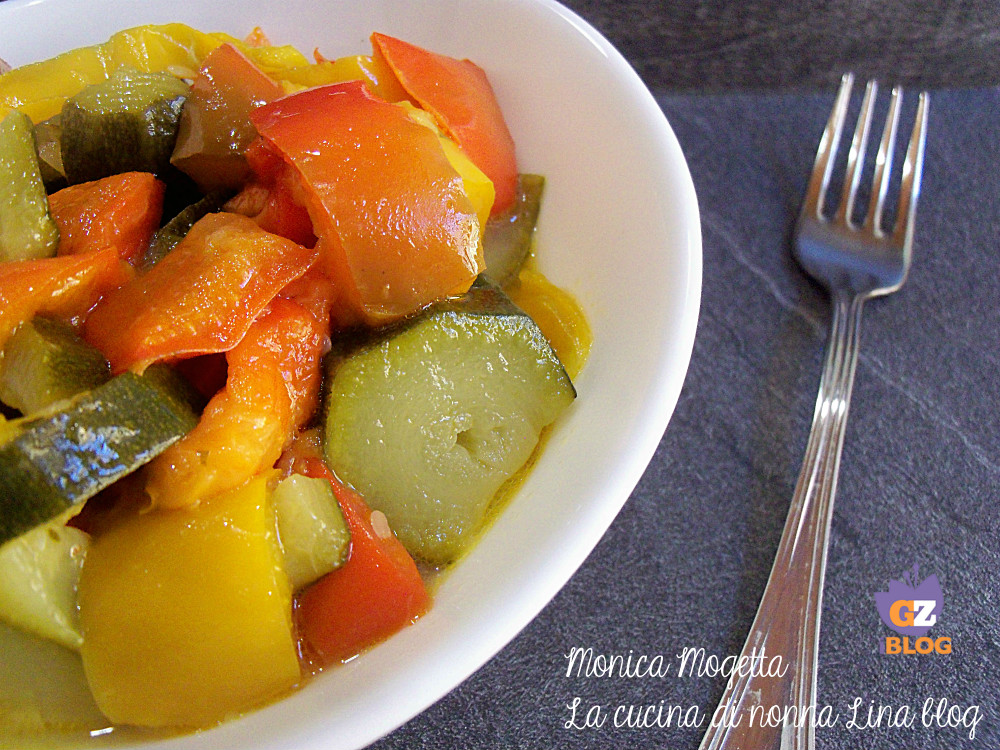 Peperoni e zucchine in padella ricetta contorno facile
