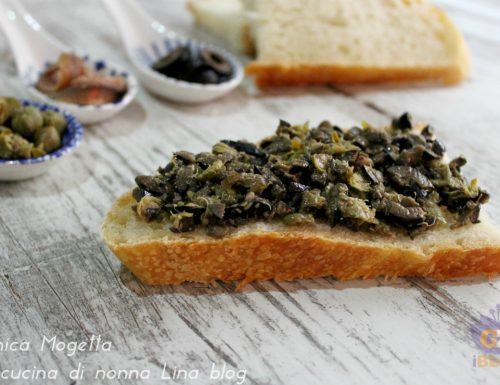 Condimento per bruschetta a base di olive