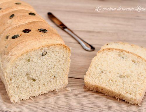 Pane bianco ai semi di zucca