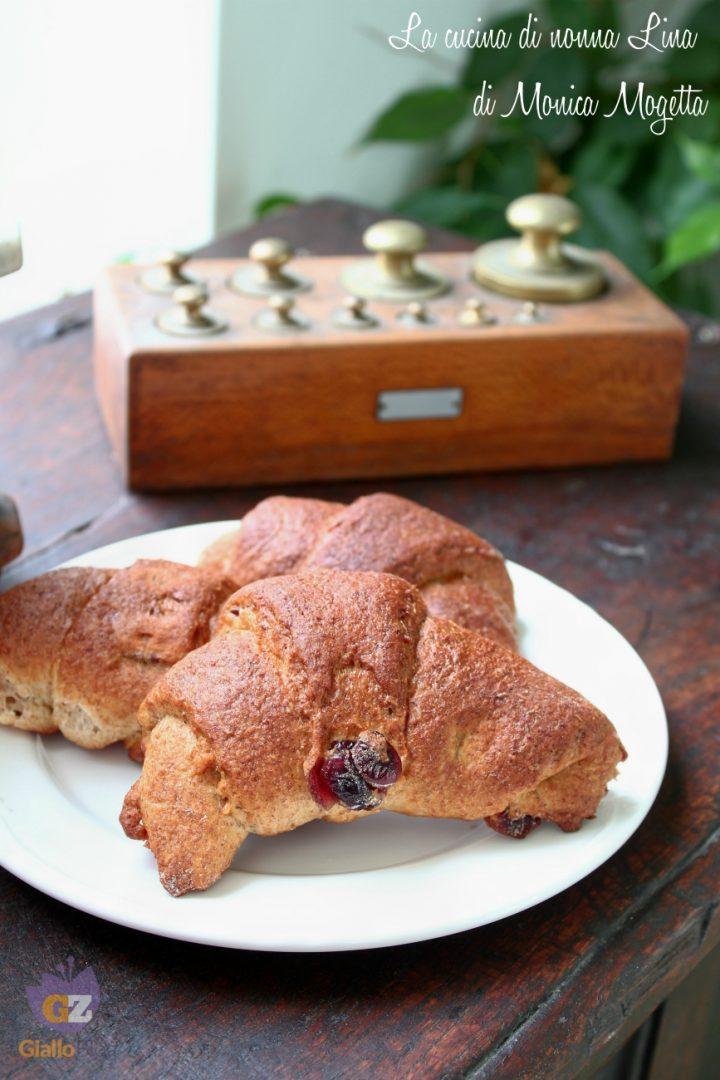 Cornetti integrali ai mirtilli | La cucina di nonna Lina