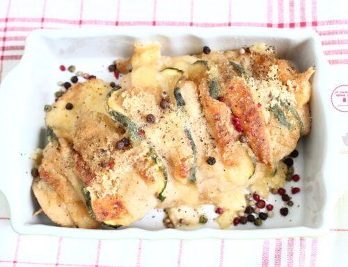 Petto di pollo a fisarmonica con zucchine e formaggio