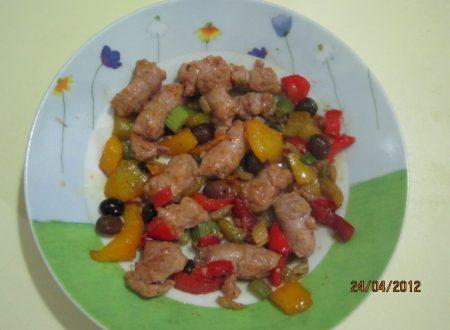 Salsicce di pollo con peperoni e sedano