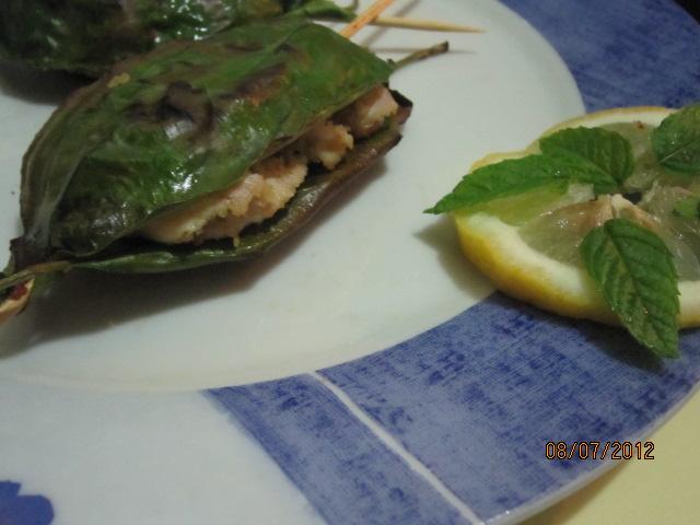 Spiedini di pesce spada in foglie di limone un secondo - Foglie limone nere ...