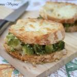 crostini con broccoli e formaggio
