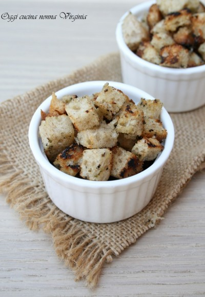 crostini insaporiti con aglio