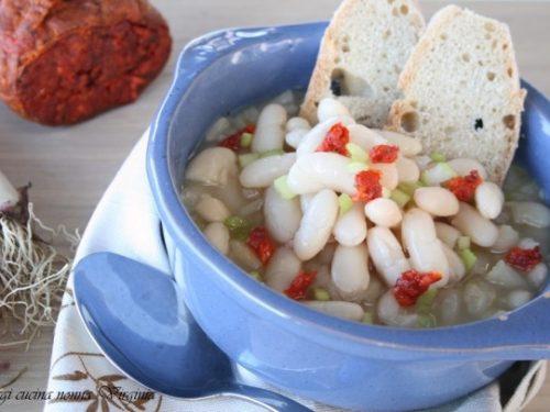 Zuppa di fagioli e fiocchi di nduja