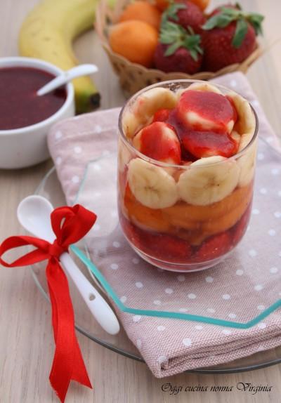macedonia con salsa di fragole