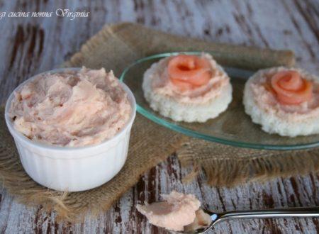 Tartine con burro al salmone