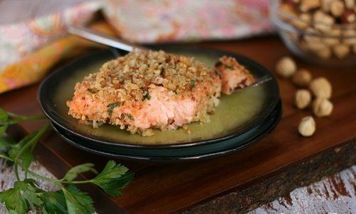 Salmone gratinato croccante alle nocciole