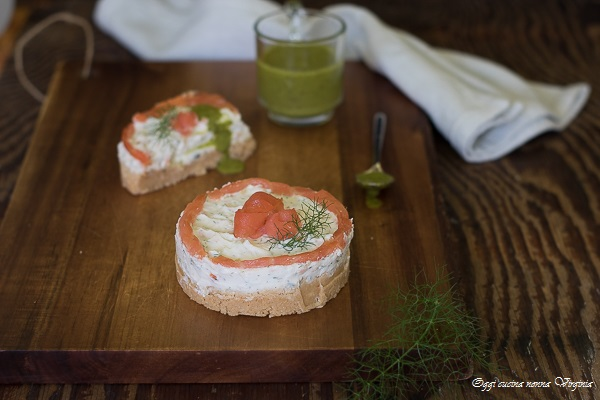 Antipasti con salmone mini cheesecake salate