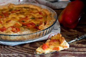 Torta salata con peperoni e provola