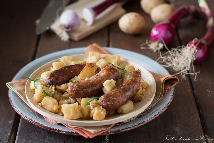 salsiccia al forno con patate_