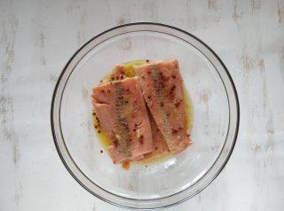 Insalata di riso venere e salmone