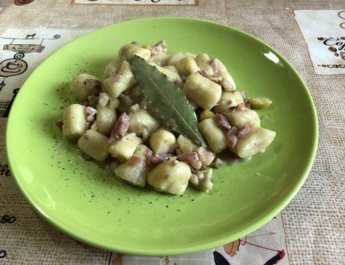 Gnocchi di patate con pancetta e castagne
