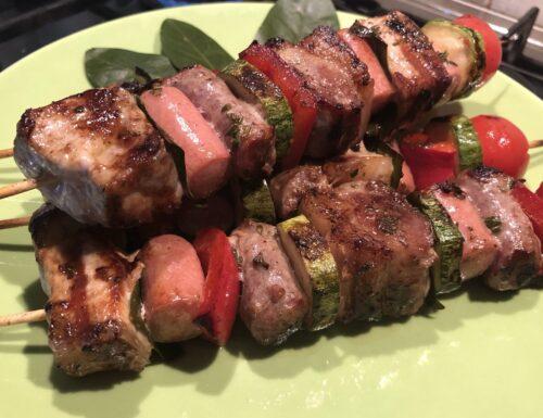 Spiedini di carne e verdure fatti in casa bbq