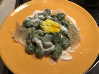 gnocchi all ortica con crema di parmigiano