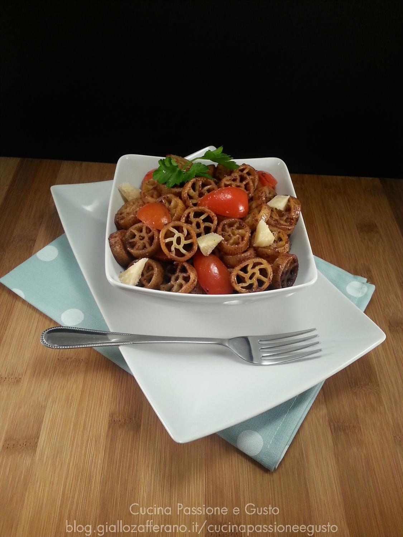 Pasta con pesto di olive e piccadilly
