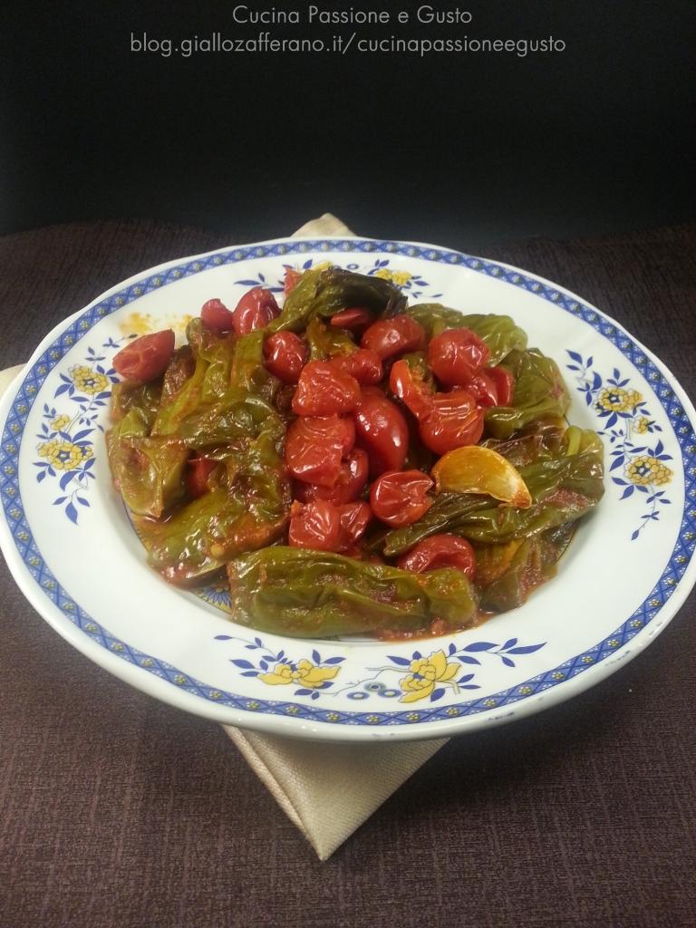 Peperoni friggitelli al pomodoro