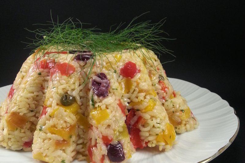 Riso freddo con peperoni e olive
