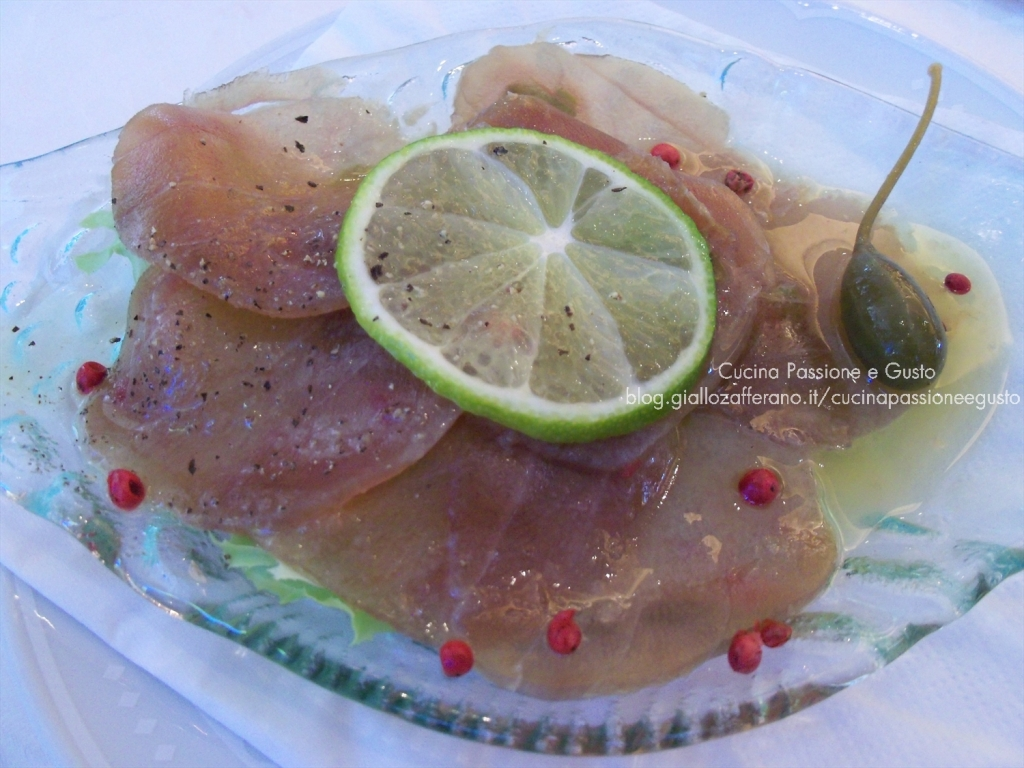 Carpaccio di filetto di tonno marinato al limone interdonato di Sicilia