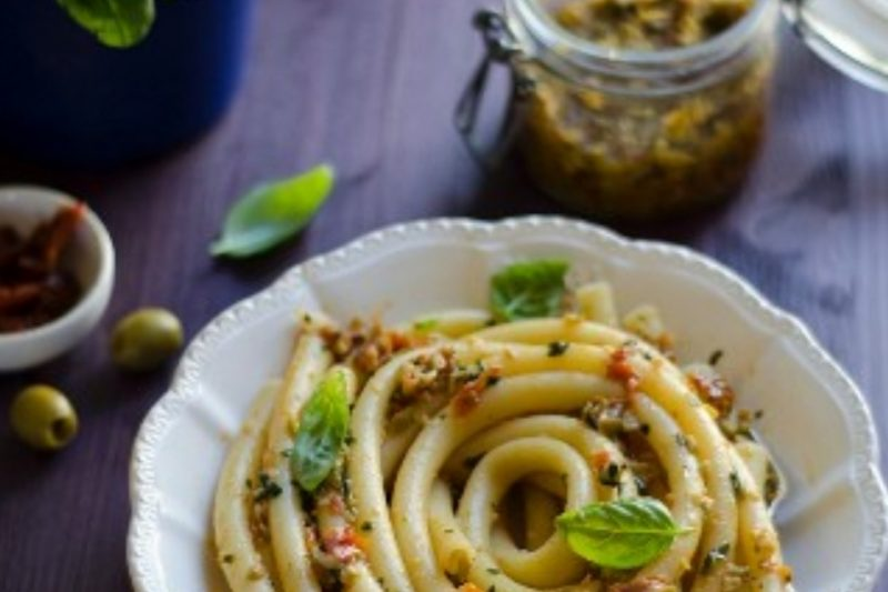 Pasta olive e capperi alla napoletana