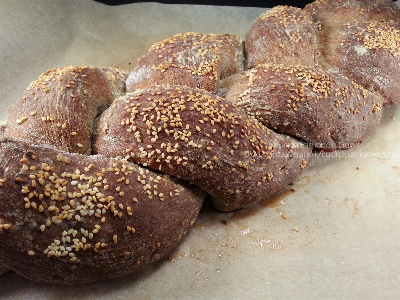 Treccia di pane salata ripiena