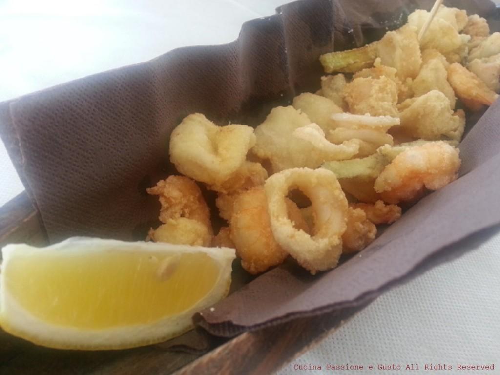 Fritto di gamberi e calamari in tempura al lime