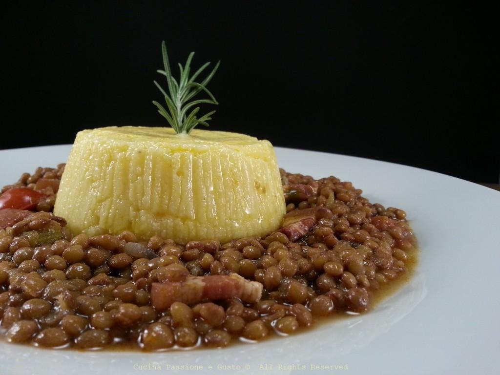 Tortino di polenta con zuppa di lenticchie